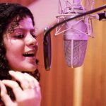palak muchhal, singing mic